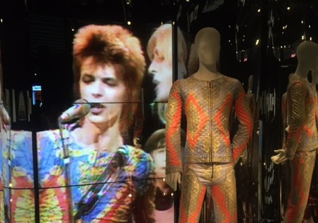 David Bowie is… Barcelona, moda y emoción