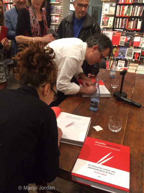Firmas libro Dos Palillos