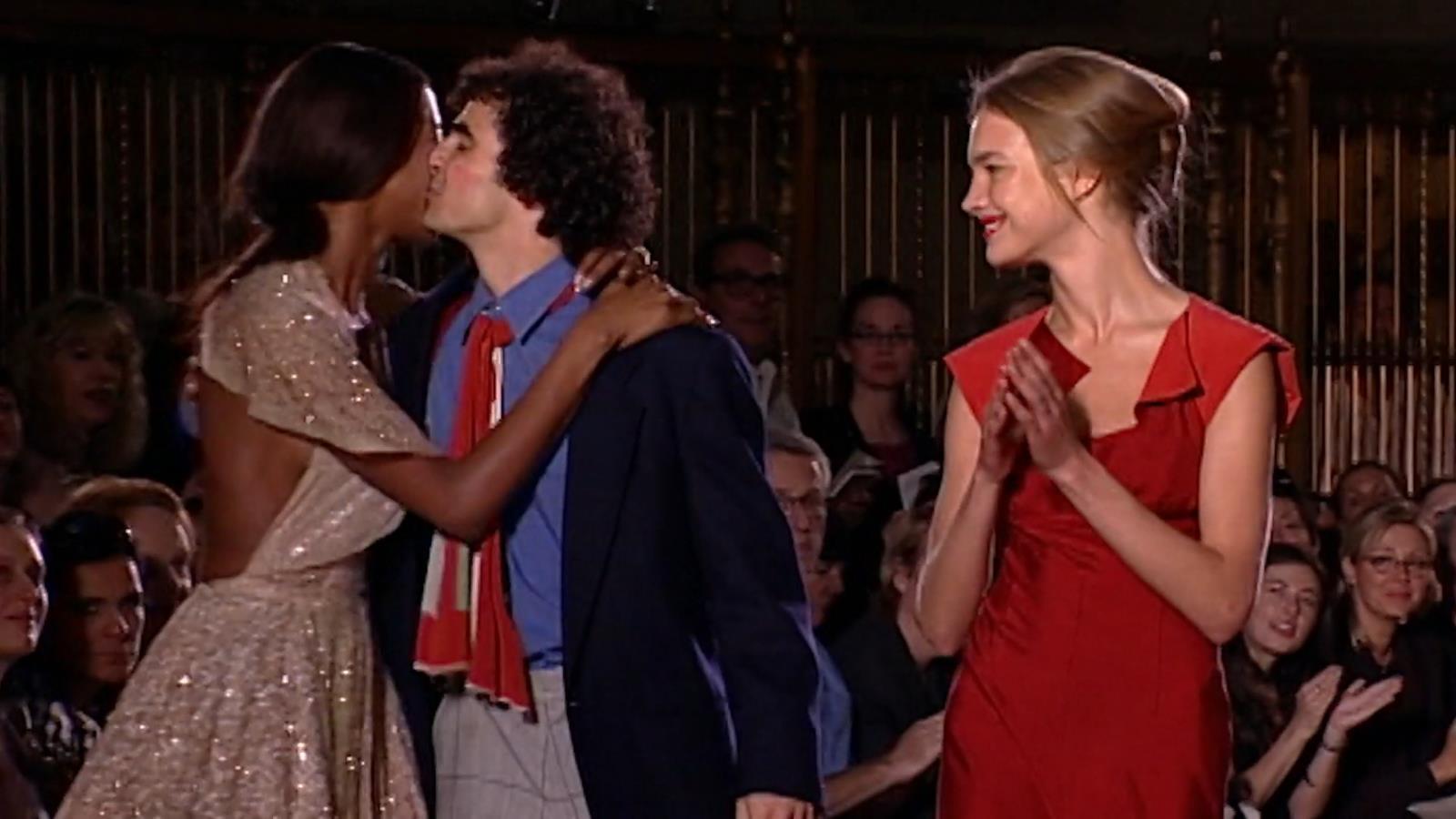 """Zac Posen besa a Naomi Campbell"""
